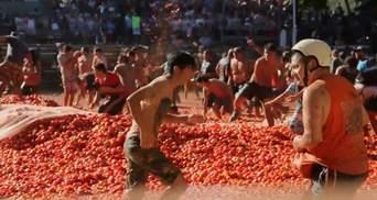 Массовая драка помидорами состоялась в Чили: видео