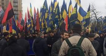 К Маршу достоинства присоединились нардепы, заместитель Авакова и Шкиряк
