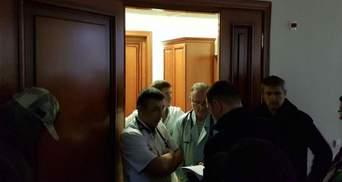 Бессознательному Насирову зачитали подозрение: опубликованы фото