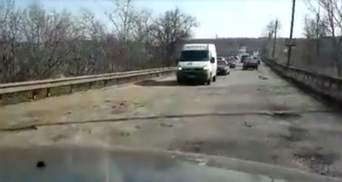Чтобы враг не прошел – Притула  Березой пошутили над украинскими дорогами