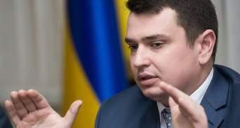 Директору Антикоррупционного бюро пока не стоит бояться за свое кресло, – Фесенко