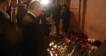 На место теракта в Санкт-Петербурге приехал Путин: видео и фото