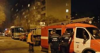 В Киеве на Татарке горела многоэтажка: людей снимали с помощью лестницы