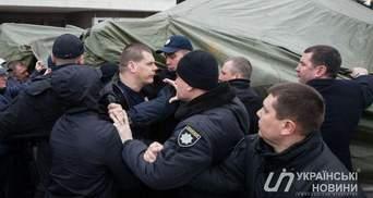 На страйку перевізників у Києві гаряче: почались бійки