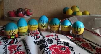Перемагає той, у кого міцніші яйця. Муженко оригінально привітав із Великоднем