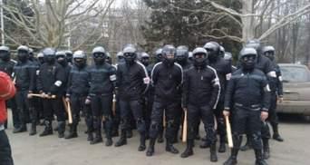 Из СИЗО выпустили милиционера, обвиняемого в деле вооружения титушек