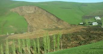 Смещение на жилые дома произошло в Кыргызстане: 24 человека оказались под завалом, среди них есть дети