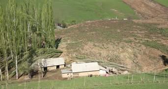 Смертоносный оползень в Кыргызстане показали на видео