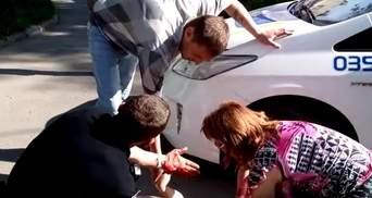 Поліція переїхала жінку в Запоріжжі: в мережі оприлюднили повне відео (18+)