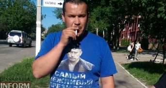 Боєць АТО змусив чоловіка зняти футболку з портретом Путіна: фотофакт