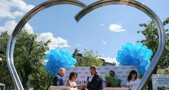 Сквер для брачных церемоний открыли в Киеве