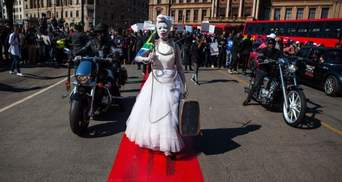 Сотні чоловіків протестували проти насильства над жінками у ПАР