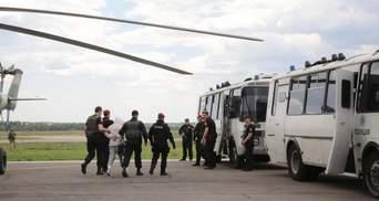 Как задержанных экс-чиновников доставляли в суд: с мигалками и перекрытыми улицами