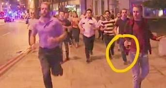 Фото дня: британець тікав від теракту з пивом і не пролив жодної краплі