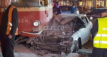 За рулем авто, которое врезалось в трамвай в Киеве, был народный депутат Олег Барна, – СМИ