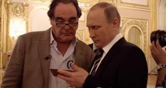 Фейк від Путіна: президент Росії показав Стоуну підроблене відео про обстріл Сирії авіацією РФ