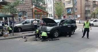 Взрыв автомобиля в Киеве: в полиции сообщили детали о спрятанной взрывчатке