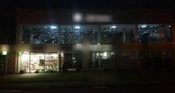 Невідомі обстріляли магазин з гранатомета у Мукачевому: фото та відео