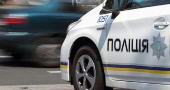 Вантажівка на швидкості зіткнулась з машиною поліції у Києві