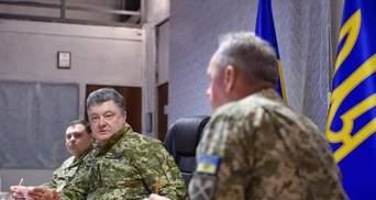 Порошенко в АТО провел совещание с военными
