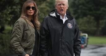 Мелания Трамп прибыла в зону стихийного бедствия из-за урагана Харви на каблуках: фотофакт