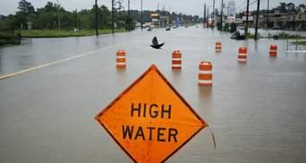 """""""Втікайте негайно"""": як Техас рятується від руйнівних повеней після Харві"""