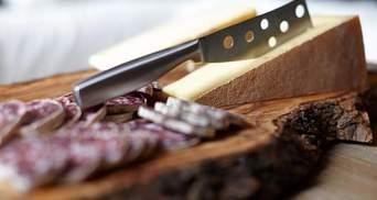 Окупанти  в Криму знищили понад 100 кілограм продуктів з України та Європи