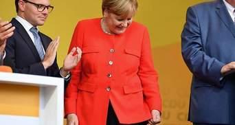 Меркель забросали помидорами во время выступления