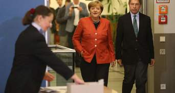 Ангела Меркель пришла на избирательный участок: опубликовали фото