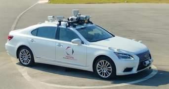 Toyota створила безпілотне авто з двома кермами: з'явилося відео тестувань