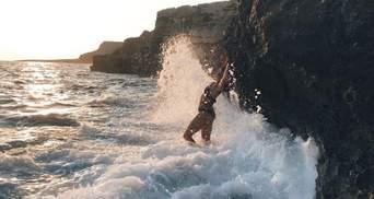 Руслана вкотре зачарувала своїм магічним танцем біля морських скель: відео