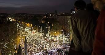 Многотысячная толпа заполонила улицы Барселоны: появились фото