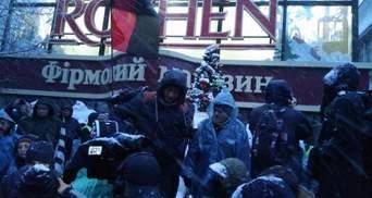 Участники марша в Киеве заблокировали магазин Roshen