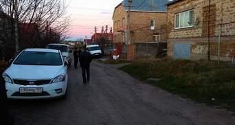 Російські силовики проводять обшуки на кількох вулицях Сімферополя