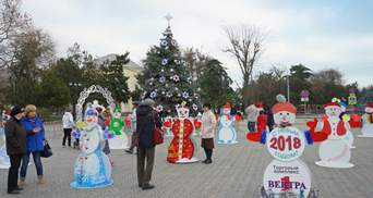 Як готується до Нового року анексований Крим: фото з Євпаторії