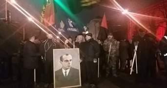Более тысячи человек вышли на факельное шествие ко дню рождения Бандеры: фото и видео
