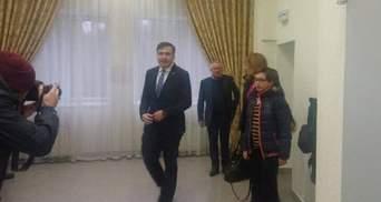 Суд над Саакашвілі: до будівлі стягнули Нацгвардію – онлайн