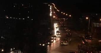 В Керчи заметили колонну военной техники: опубликовано видео и фото