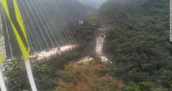 Через обвал мосту загинули 10 людей: з'явилися фото