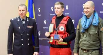 Как 19-летний фельдшер спасал полицейских под огнем во время перестрелки в Одессе: история героя