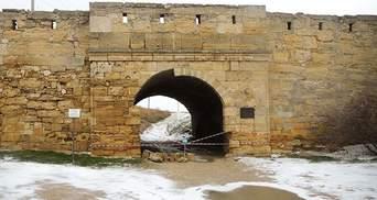 В Крыму обрушилась часть крепости Еникале: фото
