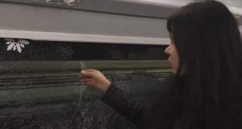 """В поезде """"Интерсити"""", которым ехала Руслана, разбили окно камнями: фото и видео"""