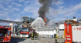 Мощный взрыв прогремел на химзаводе в Италии, есть пострадавшие: первые фото