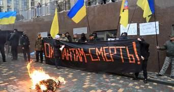 Пам'ять про загиблих воїнів на Донбасі: в Одесі провели пікет під російським консульством