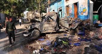 В Сомали смертники взорвали две машины возле президентского дворца, много погибших