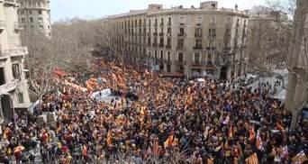 У Каталонії знову пройшли багатотисячні протести на підтримку незалежності регіону