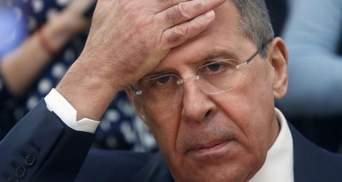 Собрали чемоданы и поехали домой: Украина выдворила 13 российских дипломатов