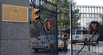 Видворення російських дипломатів: перша група вже покинула посольство у США