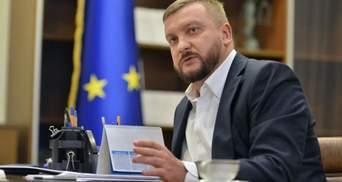 Міністр Петренко пригрозив криміналом та санкціями тим, хто не виплачує зарплати