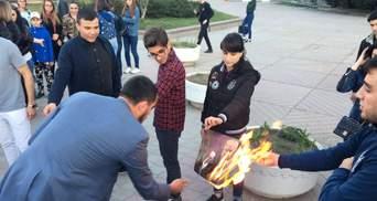 У окупованому Сімферополі спалили фото Трампа, Макрона і Мей через ракетні удари по Сирії